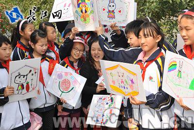 小学生们制作风筝