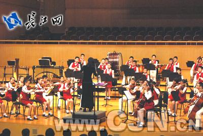 了弦乐八重奏《金蛇狂舞》、大提琴二重奏《二部创想曲》和长笛二重
