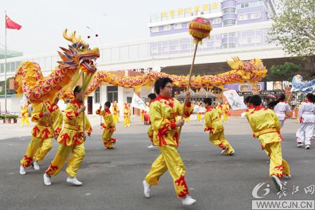 """儿童节表演刮起""""最炫民族风"""""""