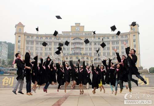 高校毕业生纪念大学毕业方式五花八门