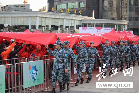 """来自""""武汉微马""""团队,江汉区各街道,体育协会,健身团队以及武汉市民共"""