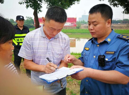 洪山城管开展超限超载专项执法行动