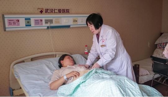 高龄产妇凌晨突发早产 医生守护5小时救回宝宝