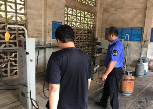 蔡甸城管加大安全检查力度 确保燃气使用安全