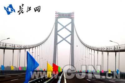 ...大悬索桥——武汉阳逻长江公路大桥将于明日建成通车,这标志...