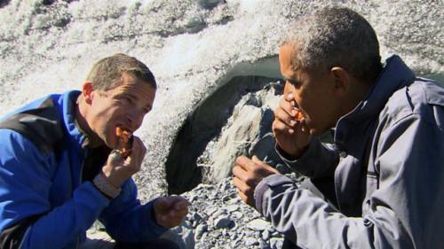 奥巴马荒野求生吃带血鱼肉:细品大赞好吃