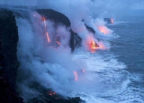 火山喷发巴厘岛机场持续关闭数千旅客滞留