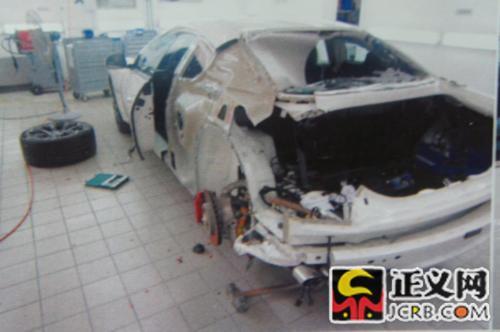 郭美美的代理律师提供的汽车维修照片。