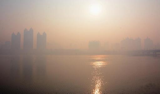 沈阳遭遇六级重度雾霾 环保局官网瘫痪近2小时