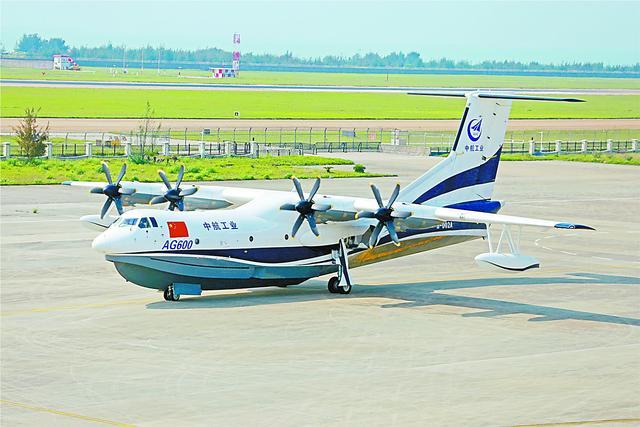 中国自主研制的大型灭火/水上救援水陆两栖飞机ag600