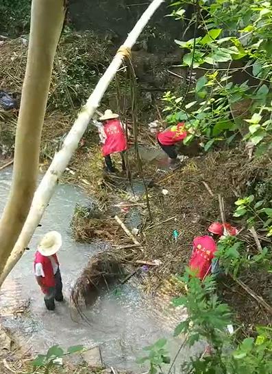 《辛运快三计划》_福州5人溪边躲雨落水:1成人2小孩死亡,仍有2人