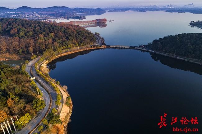 武汉植物园,马鞍山森林公园等生态旅游景区资源,与一期绿道扣环成网