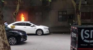 武汉一餐厅起火:顺丰快递小哥见义勇为挺身救