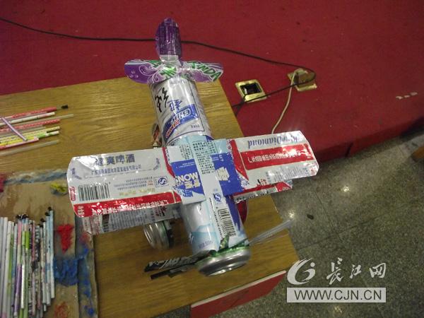 造坦克飞机 武汉高校借废品秀创意