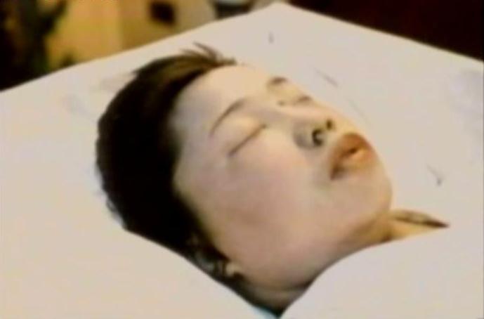 殡仪馆化妆师给女尸化妆_贴图_新闻中心_长江