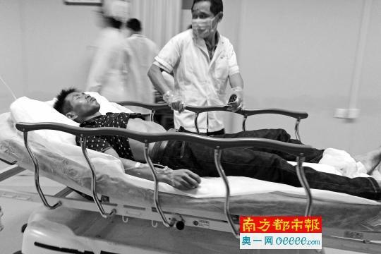 悲催 男子客运站坠楼 砸到街边吃饭女子图片 30391 540x360