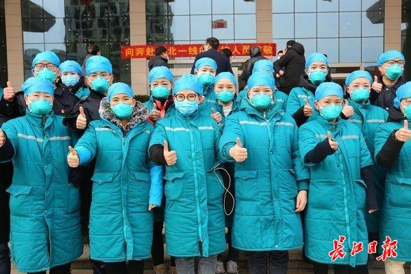 外卖小哥送花生、酒店加被褥、企业赠棉衣,河南援鄂医护人员感谢武汉一城好人