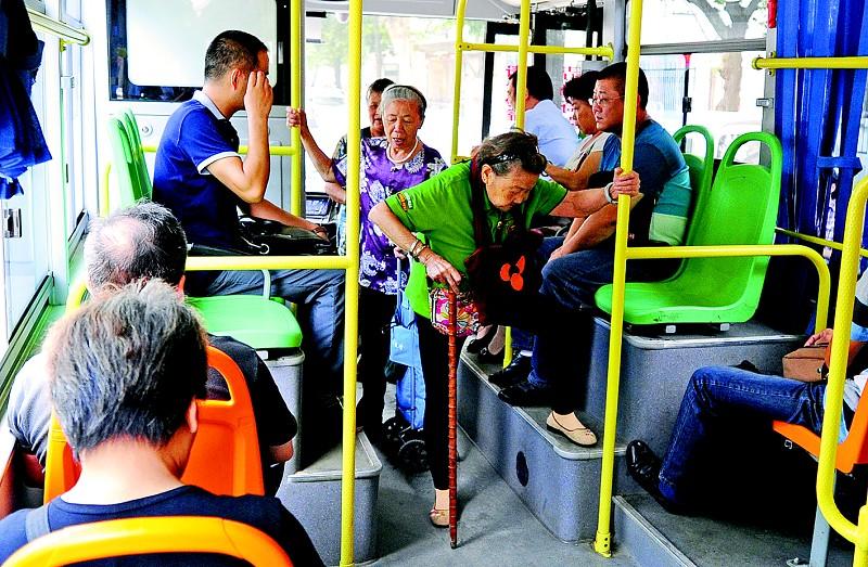 公交车上是否该让座_