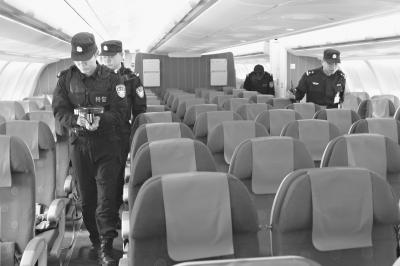 乘客情绪没有因飞机降落天河机场而