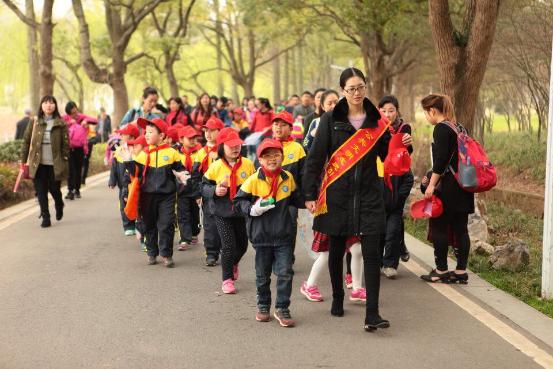 3月5日学习雷锋 我是小小清洁志愿者