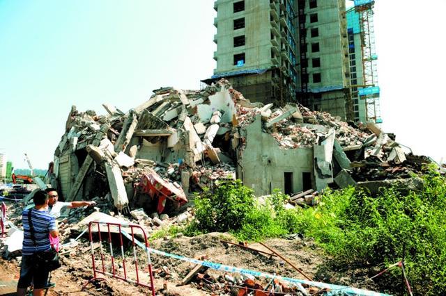 私房遭强拆屋主怀疑有人被埋 警察已立案调查