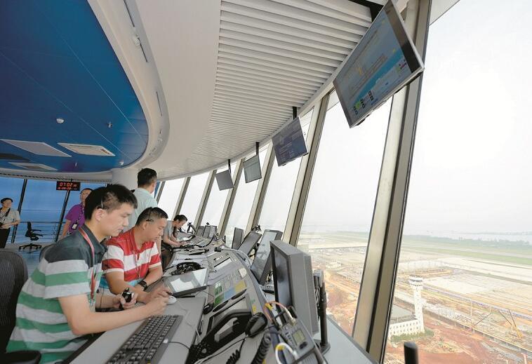 由南京飞来的货运飞机——邮政航空cyz9016进入塔台