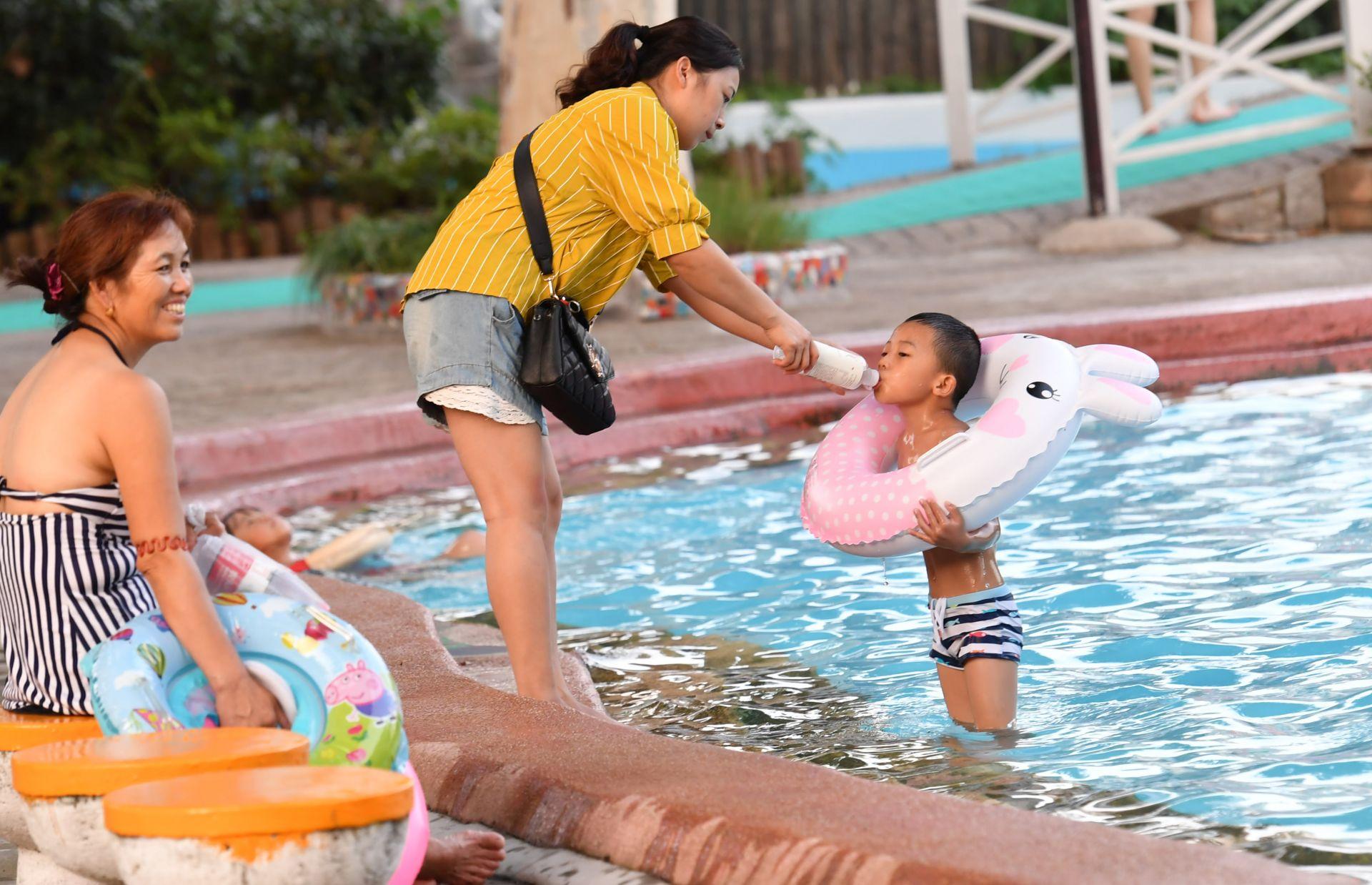 """福利 万张游泳票送给孩子们 暑期免费畅游市青少年宫""""水上世界"""""""