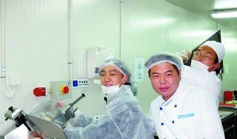 曾在南极为长城站做饭,而今为武汉7万中小学生定制食谱