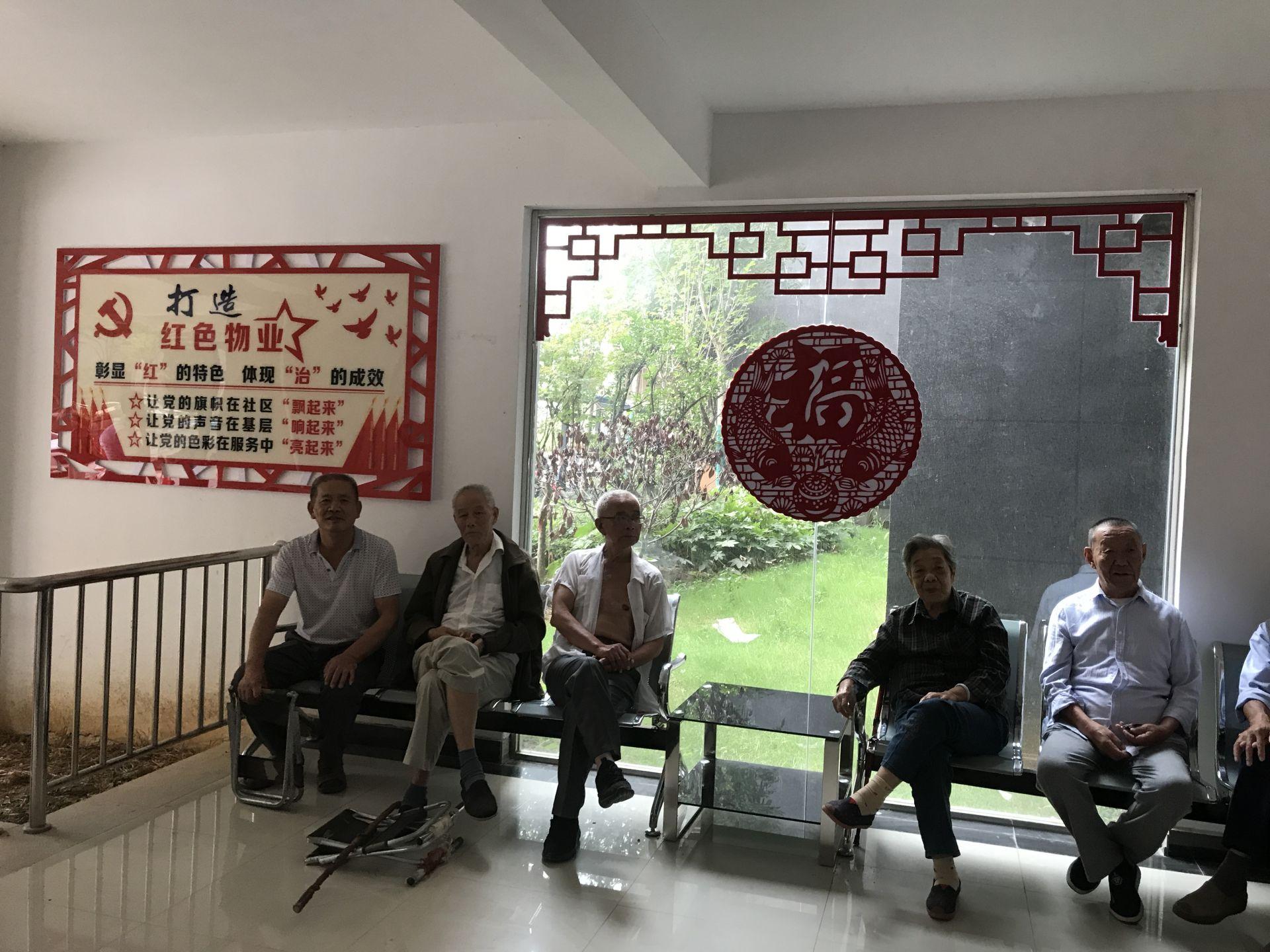 """左岭智苑社区""""红色客厅""""  记者李佳 摄   """"把服务群众的最后100米"""