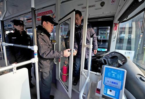 武汉8000多辆公交车将装驾驶区安防隔离仓,6月底