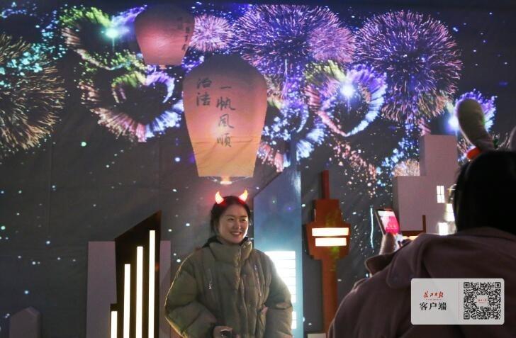 个性化动作呈现不同光影,元宵节不一样的东湖灯会等你来
