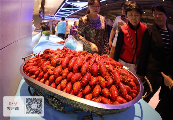 草莓音乐节再度从武汉启程,赏樱 品小龙虾成外地乐迷标配