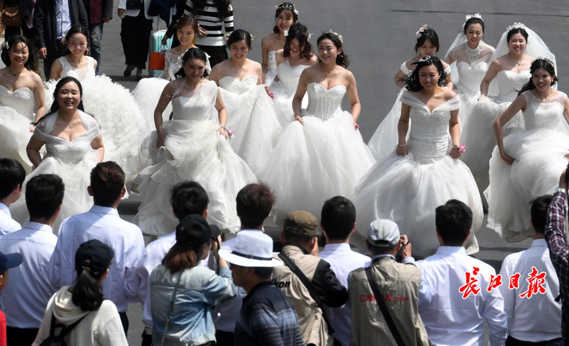 """奔跑吧,新娘!这一刻我们都是""""长江逐梦人"""""""