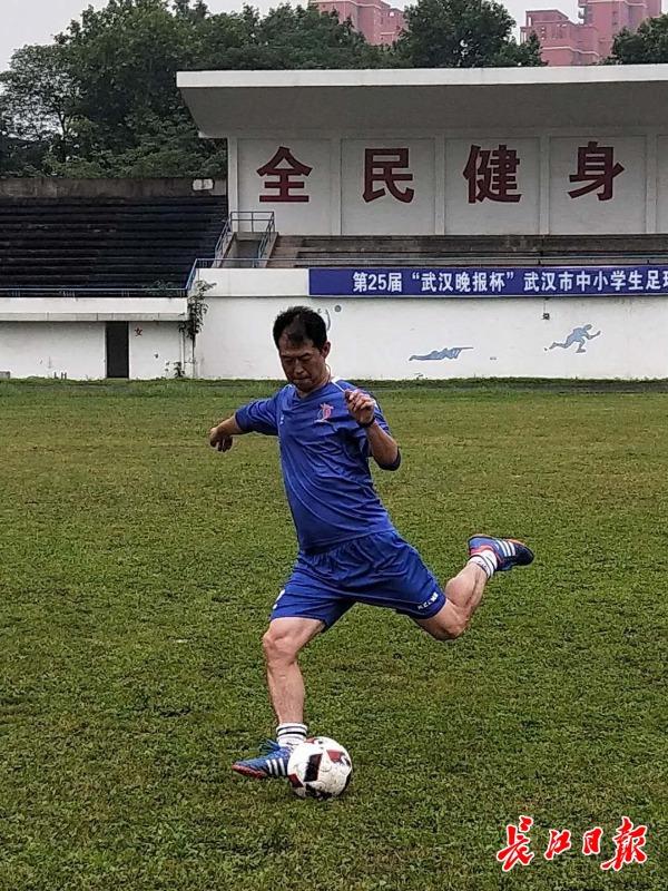 董华志:过去的专业球员,现在的孩子王
