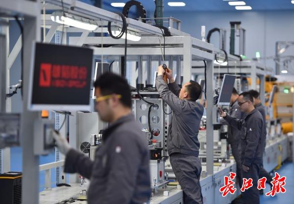 雄韬氢能产业园生产场景 长江日报记者  摄
