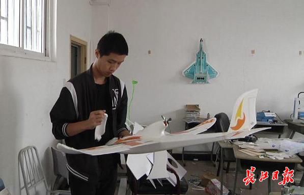七年造出26架航模飞机,武汉这位大一男生想当飞机设计师