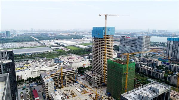 武汉经开区第一高楼封顶,两层回字型空中连廊