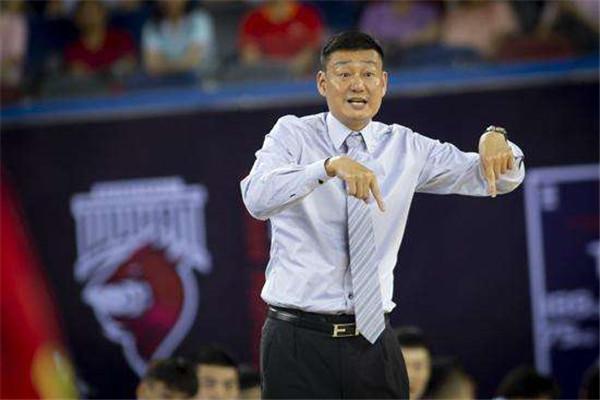 武汉当代篮球俱乐部一大早宣布:主教练郑武下