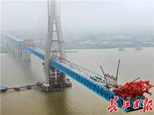 """330米!国内最高桥梁主塔封顶建成,又是""""武汉造"""""""