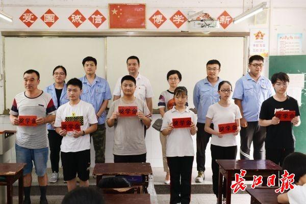 奖学金;医院项目;党支部;中考;青年志愿者;钢城;单位代表;