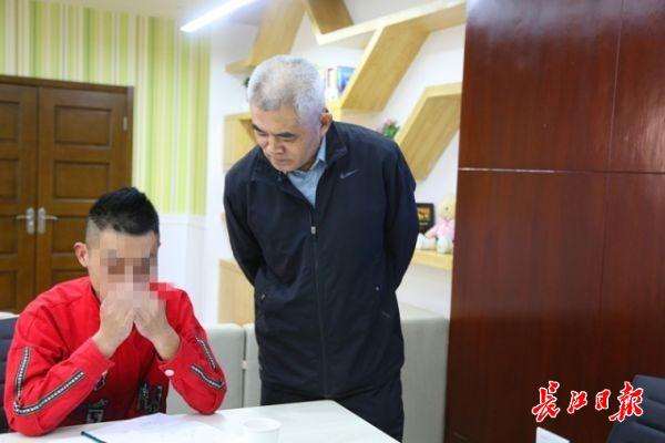 「微信抢红包怎么玩」武汉这个工作室做的好:问题少年不开口就让他