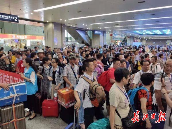 """武汉到新疆的旅游专列""""双河号""""开行啦!一起去旅游吧"""