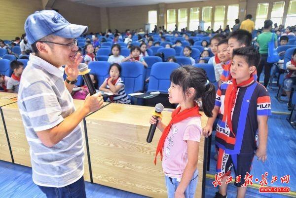 """""""黄鹤大讲堂""""走进这所小学教孩子们写作文"""