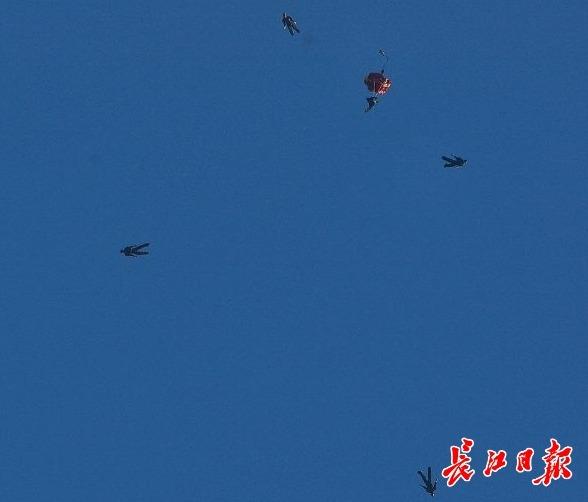 呼朋引伴,去看看军运会比赛丨长江评论