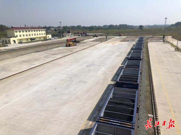 壮观!首列集装箱专列抵达江汉平原铁路潜江北站