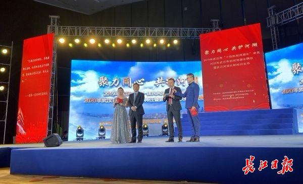 """武汉首次选出""""十佳民间河湖长"""",34个重点河湖有了""""看场的"""""""