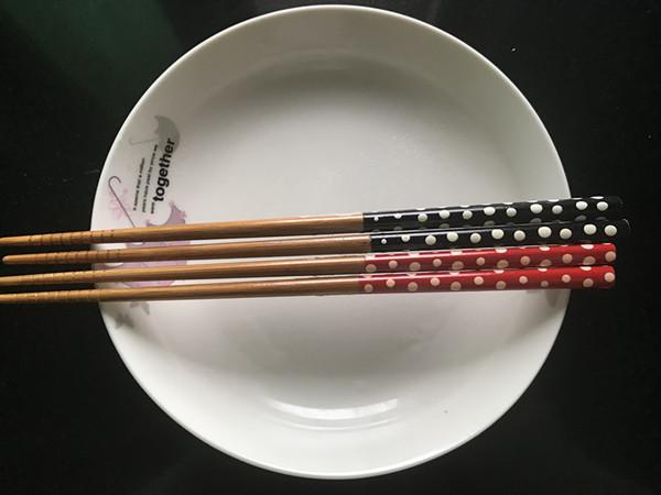 上有老下有小如何进餐更放心?复工小夫妻家庭就餐实行双筷双勺