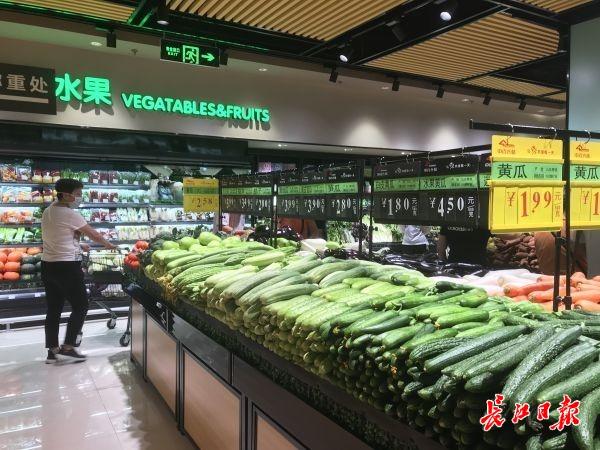 不用多跑路,下楼就能买,武汉疫后首家大型超市开门迎客