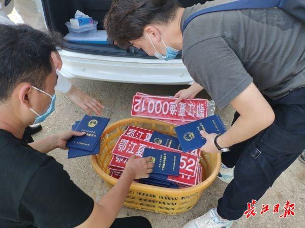 长江江夏段渔船全部上岸,渔民将变身护鱼员