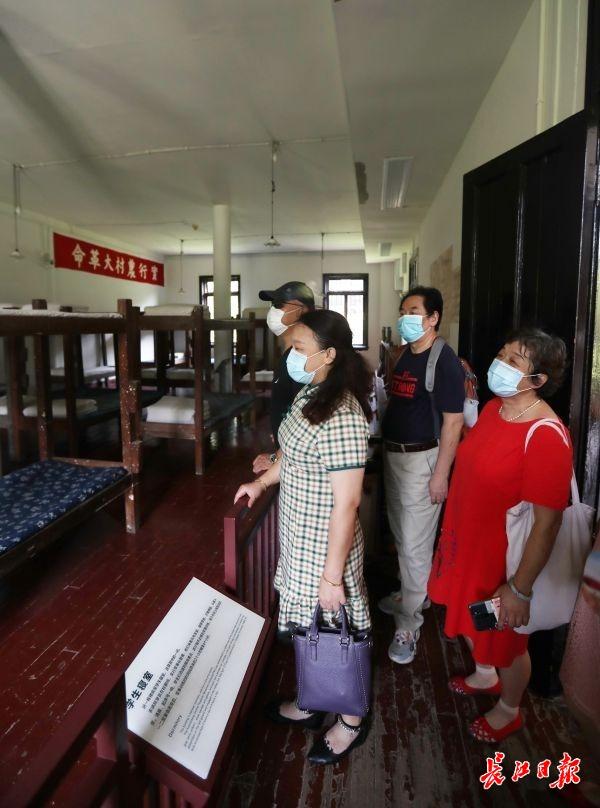 长江日报6路记者探访红色景点,他们说:武汉人民的战疫精神闪耀着先辈的革命精神